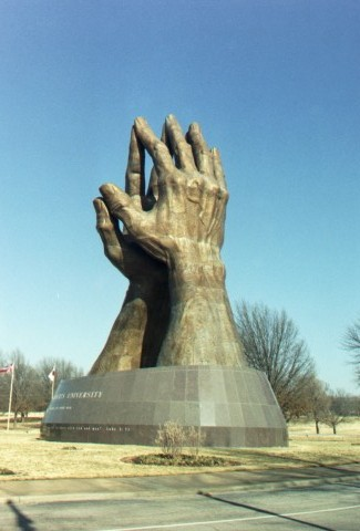 world s largest praying hands